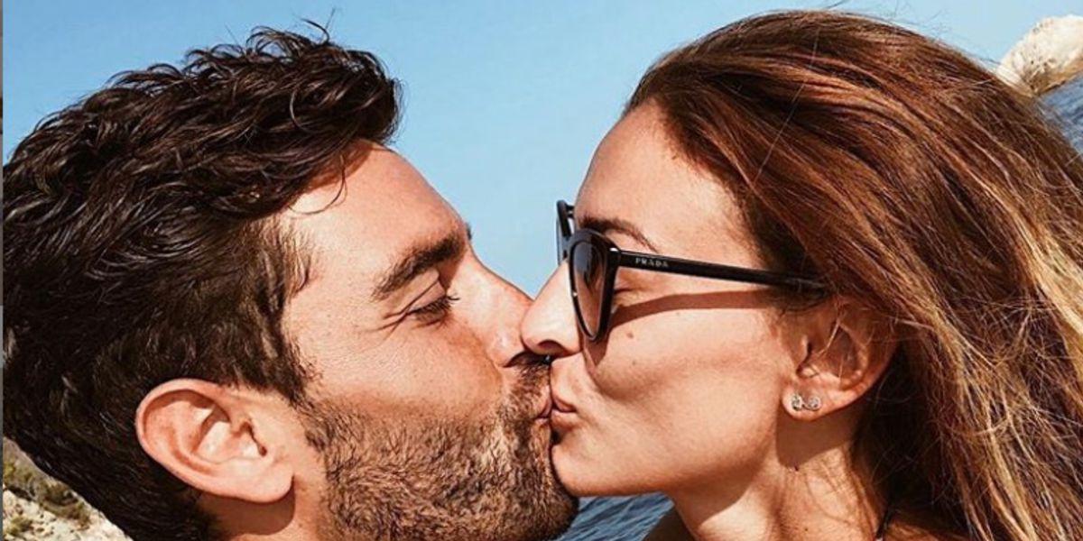Rachel Legrain Trapani embrasse son époux