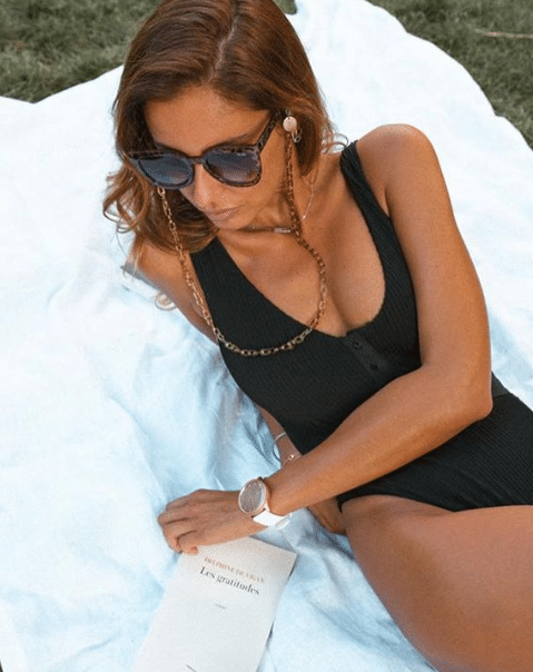 Malika Ménard : elle se montre en petit maillot de bain et fait monter la température !