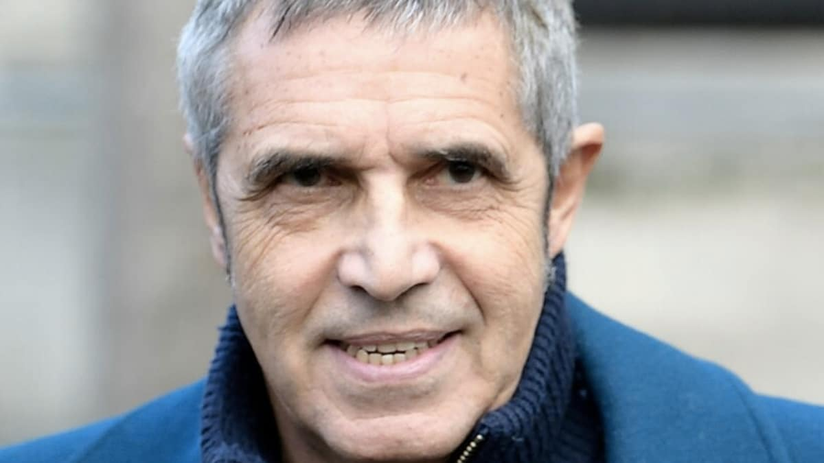 Julien Clerc balance tout : le chanteur s'est retrouvé en difficulté en revenant en France, une vraie catastrophe ! - Breakingnews.fr