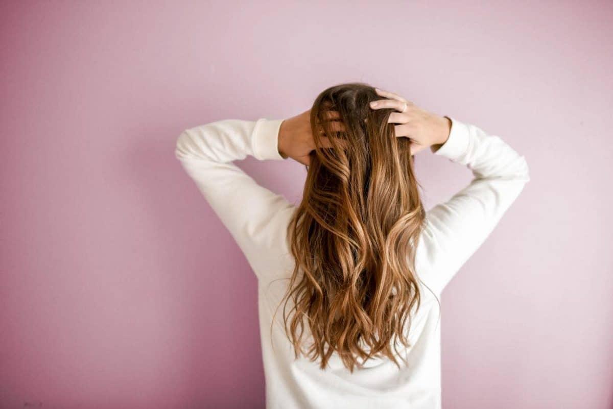 Découvrez les meilleures huiles essentielles pour prendre soin de vos cheveux!