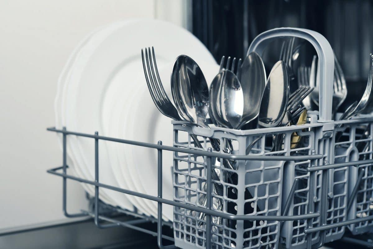 Astuces ménage : découvrez ces objets insoupçonnés qu'il ne faut pas mettre dans le lave-vaisselle au risque de les abîmer!