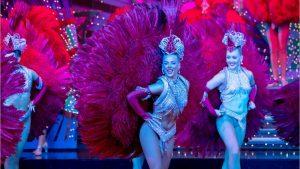 Le présentateur météo de LCI Ange Noiret perd ses moyens en direct face à des danseuses du Moulin Rouge!