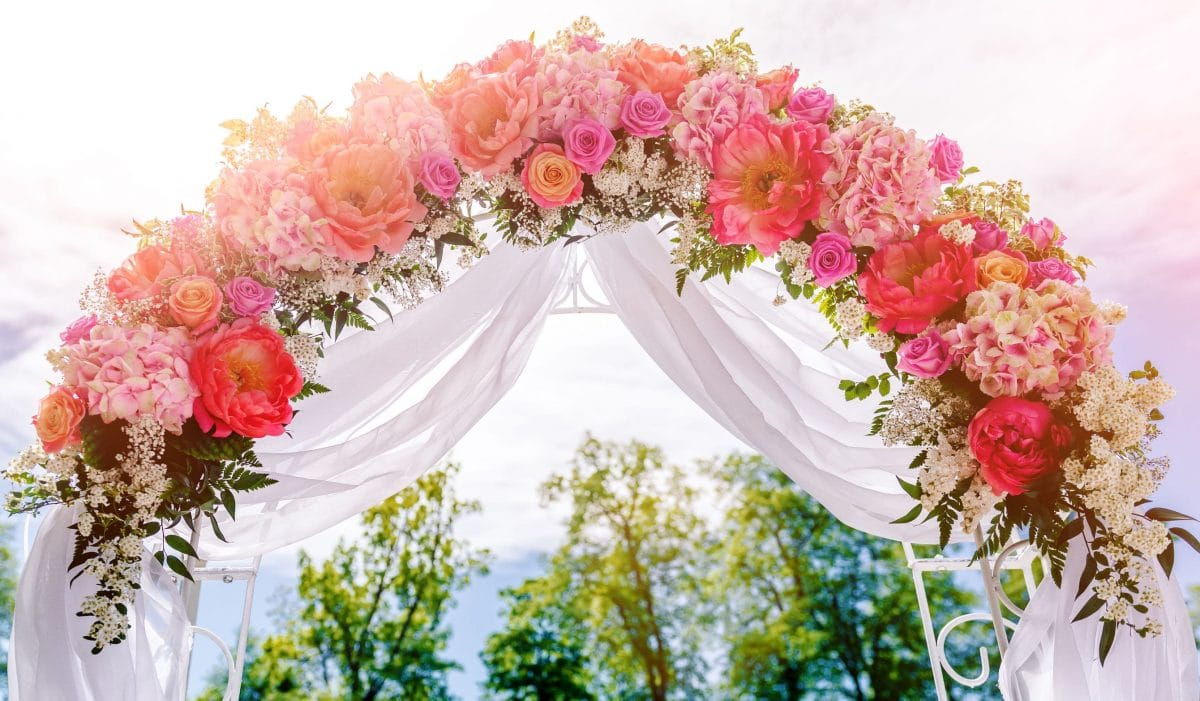Astuce déco : Déco extérieur automne 2021, les compositions qui font effets pour un mariage tout en couleur !
