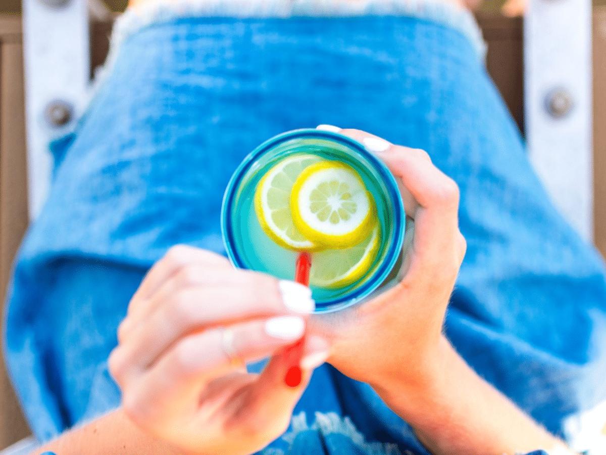 Découvrez les propriétés miraculeuses de l'eau citronnée !