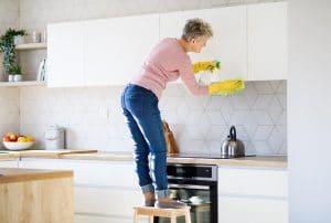 Astuce maison : voici les meilleures astuces pour nettoyer efficacement votre cuisine et la rendre rutilante !