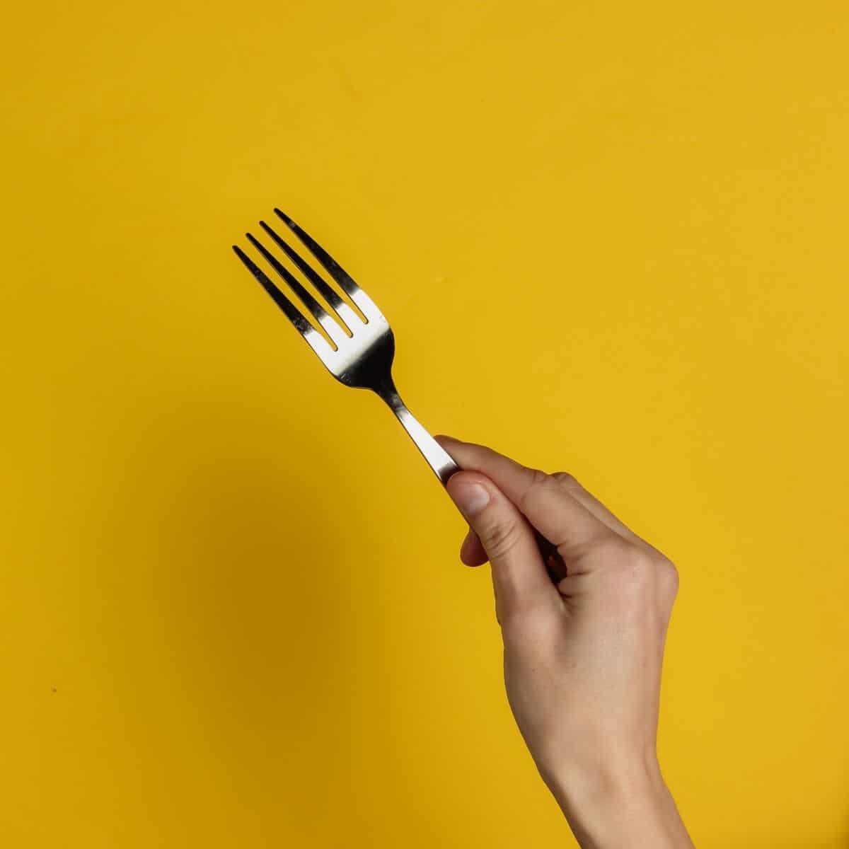 Astuce nettoyage: voici le meilleur moyen de nettoyer vos fourchettes pour qu'elles soient plus belles que neuves!