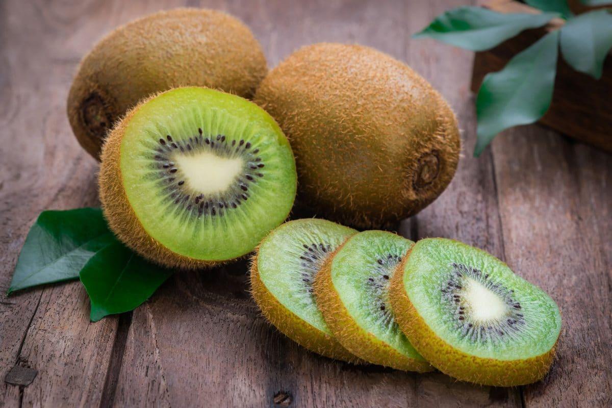 Découvrez les incroyables vertus du Kiwi, ce fruit atypique qui a des effets bénéfiques sur la santé !