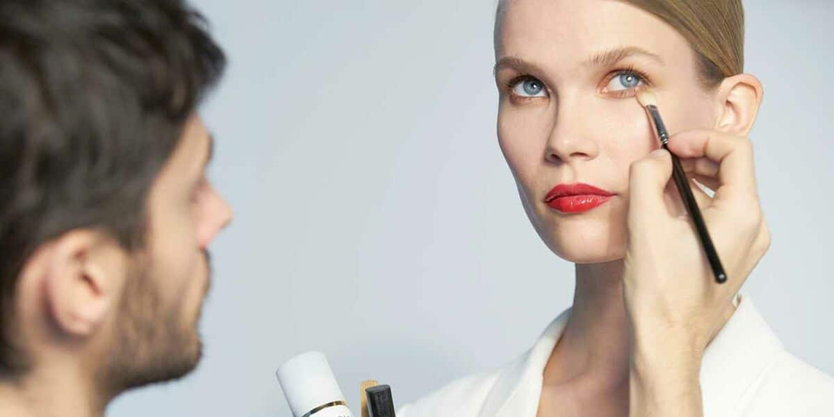 Astuce maquillage : découvrez les astuces de professionnel pour vous rendre magnifique sans mettre trop de maquillage !