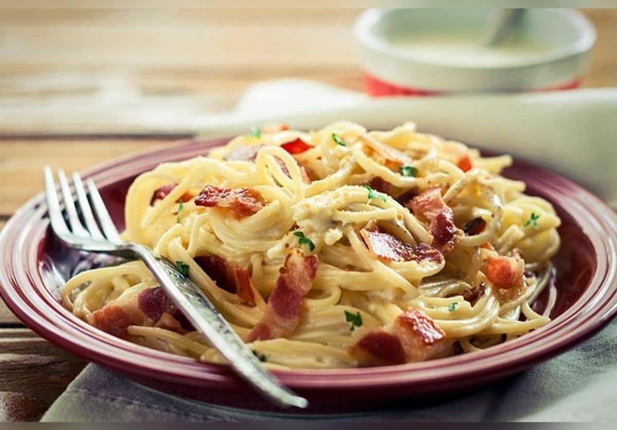 Astuce cuisine: voici les plus belles astuces de Julie Andrieu pour réussir des pâtes carbonara!