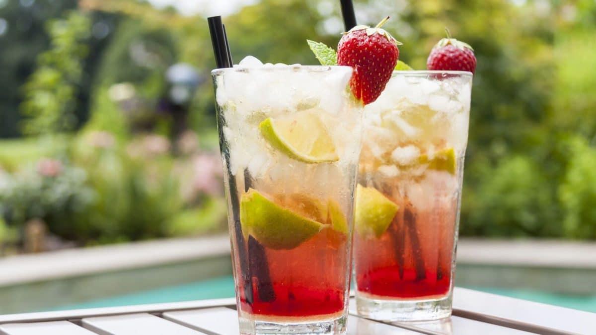 Astuce Cocktail : voici la meilleure astuce pour avoir un cocktail avec des glaçons transparents comme du verre !