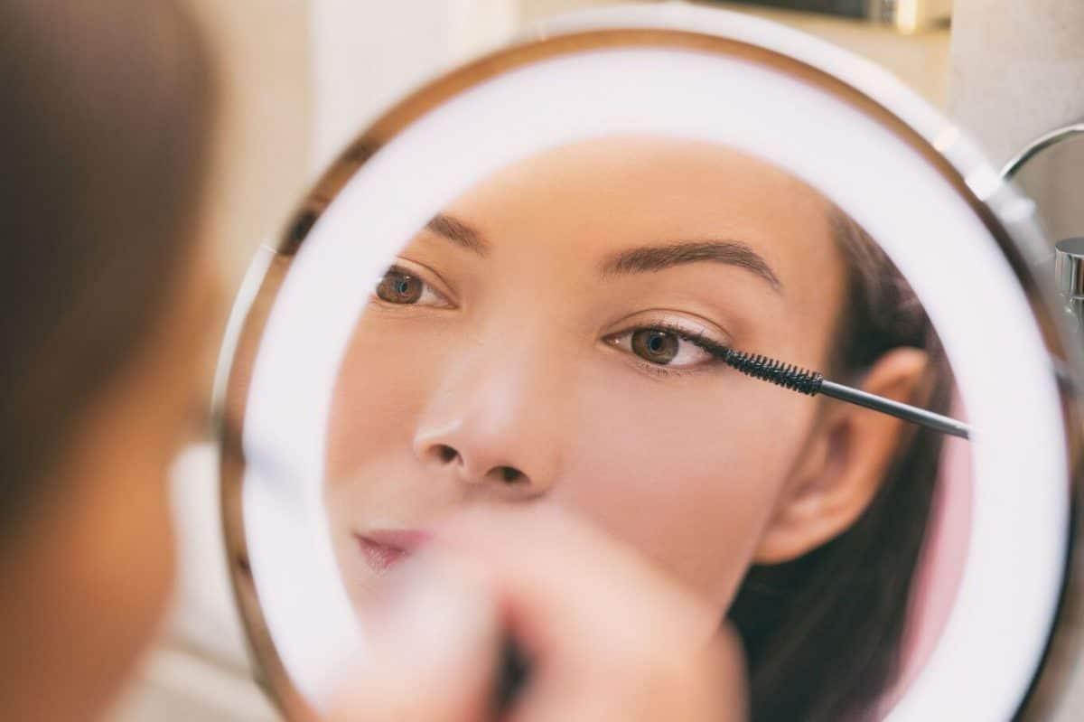 Astuce beauté : Agrandir son regard avec la nouvelle tendance make-up le eye-lighter !